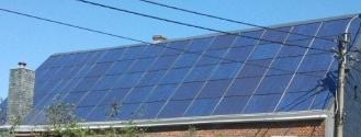 Volledig dak met zonnepanelen